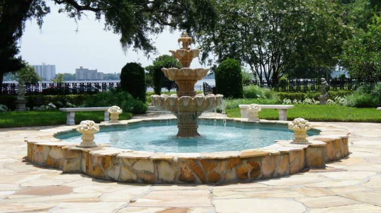fountain-and-courtyard-picture-at-the-garden-club-of-jacksonville-for-rap-home-tour-promo